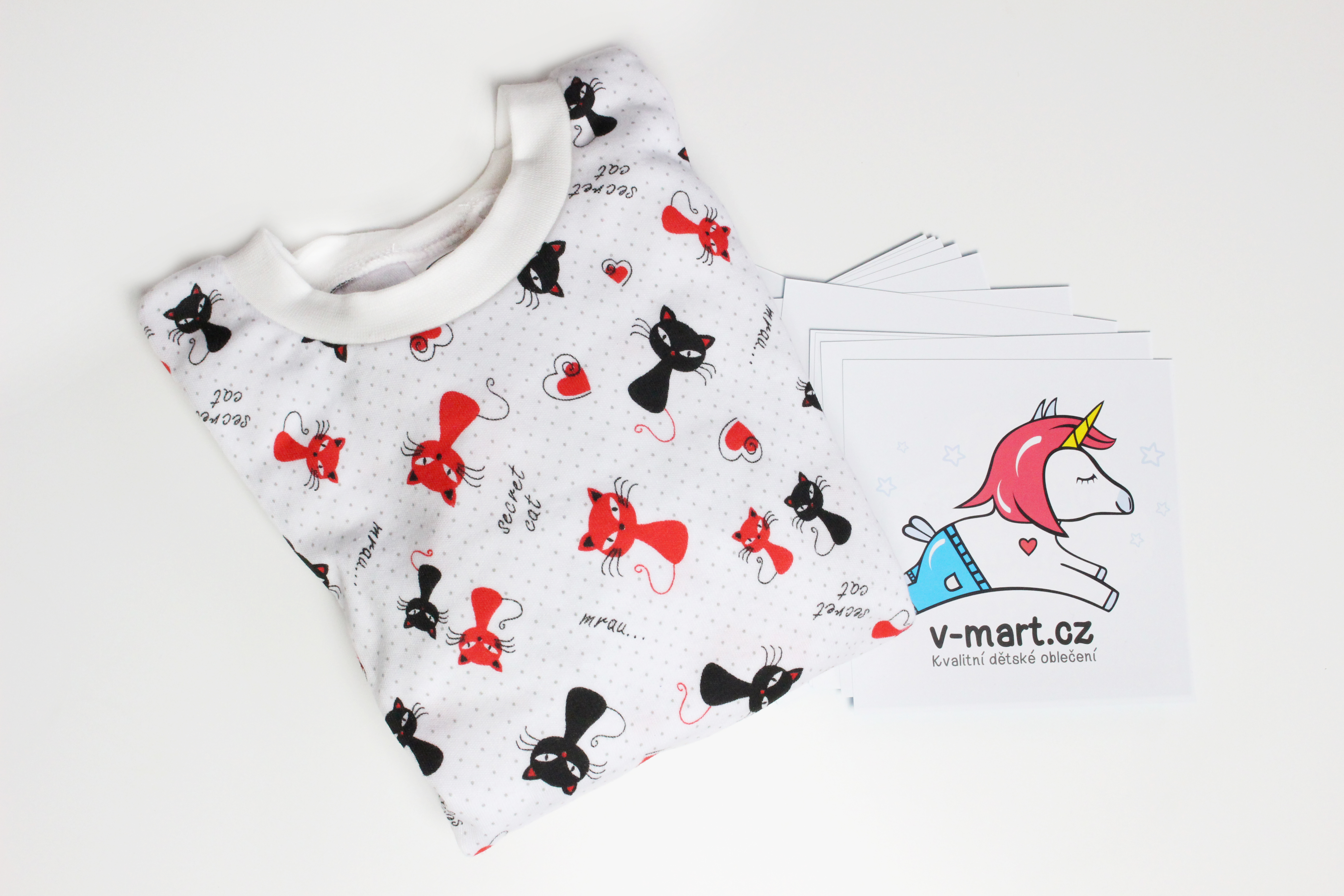 dětské pyžamo s kočičkami
